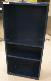 Photo de 5 bibliothèques bleues de tail