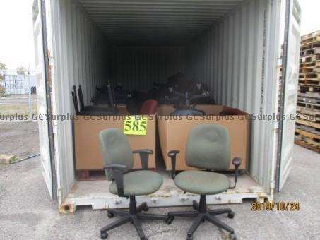 Photo de Lot de 34 chaises variées