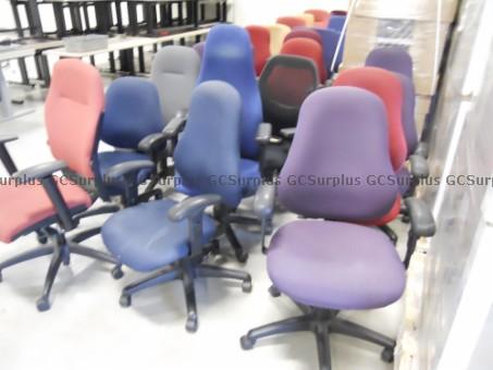 Photo de Chaises de bureau variées